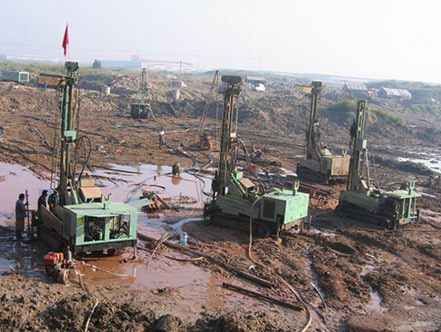 HF200Y water drill rig at worksite